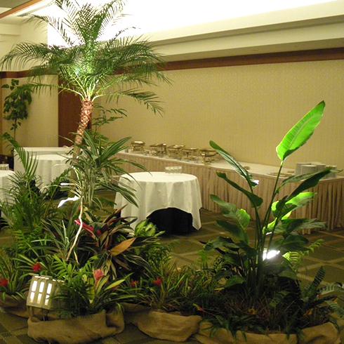 都内のウエディング会場のグリーン装飾の事例です。